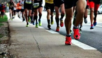 Can alternating running shoes decrease the risk of injury?